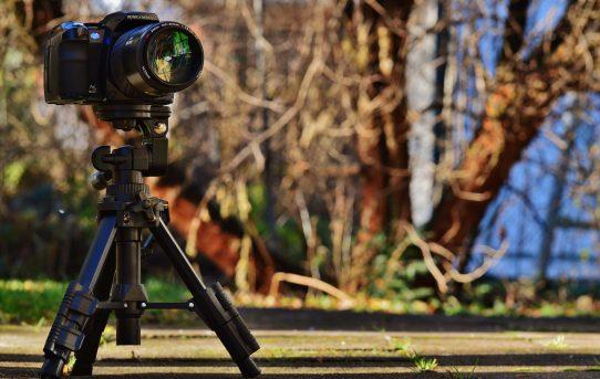 Un trépied : objet indispensable pour son  appareil vidéo